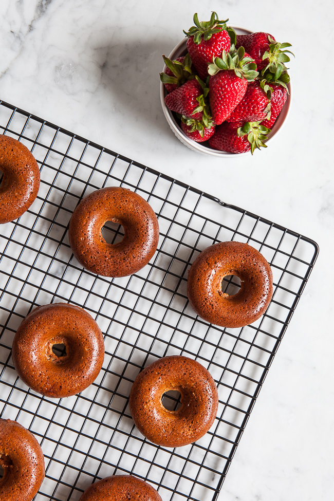 Strawberry Donut Cakes / blog.jchongstudio.com #glutenfree #paleo