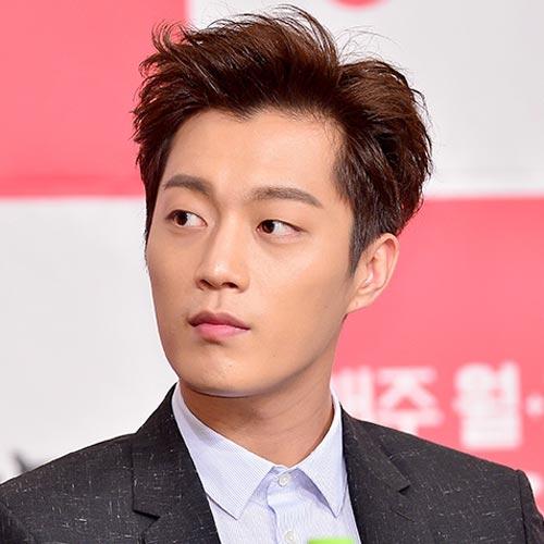 Yoon Doo Joon hairstyle simple and clean