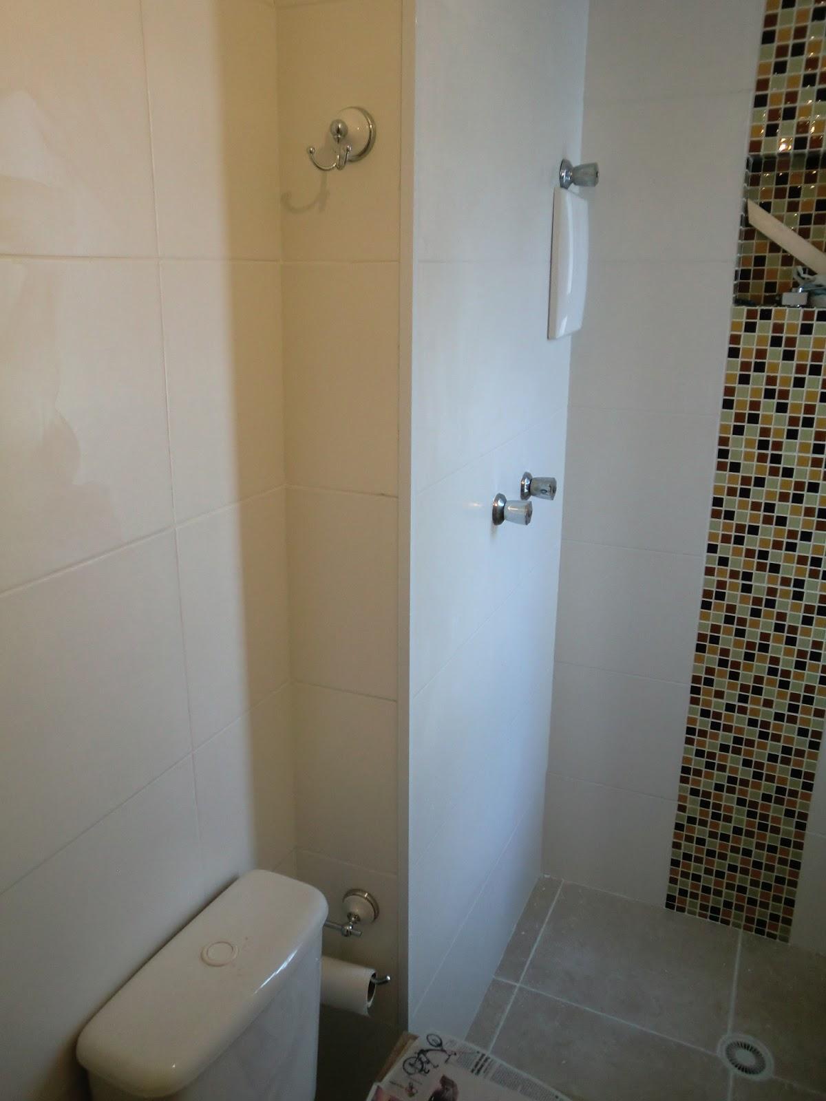 Reforma do Apartamento Bannheiro Pequeno Reformado com Pastilha de  #5D4E32 1200 1600