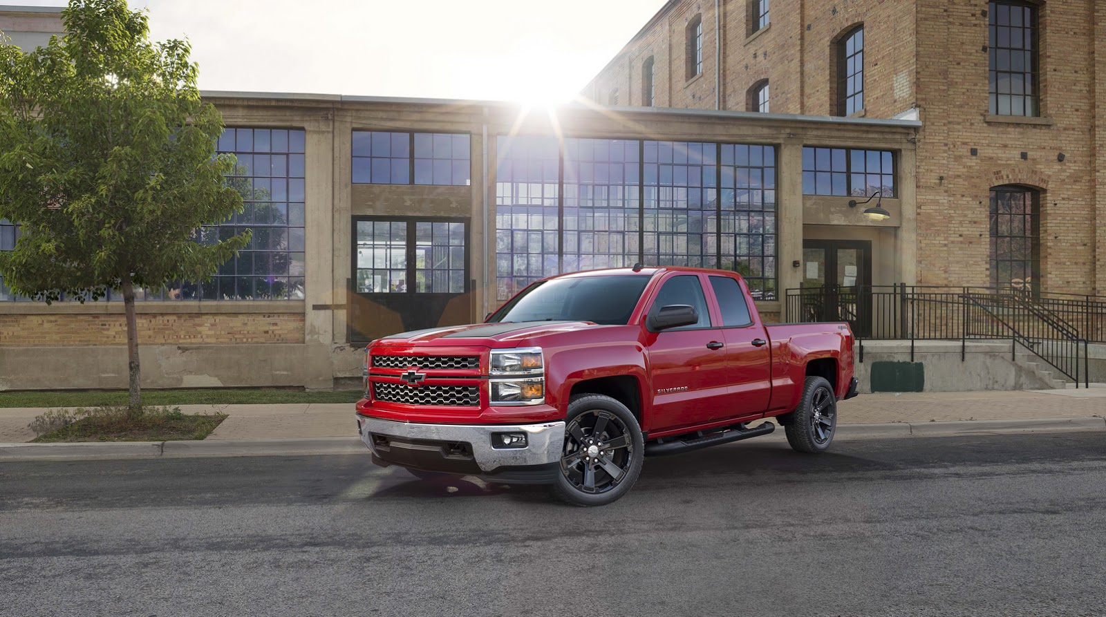 2015 Chevrolet Silverado Gains, But Doesn't Earn, its Rally Stripes