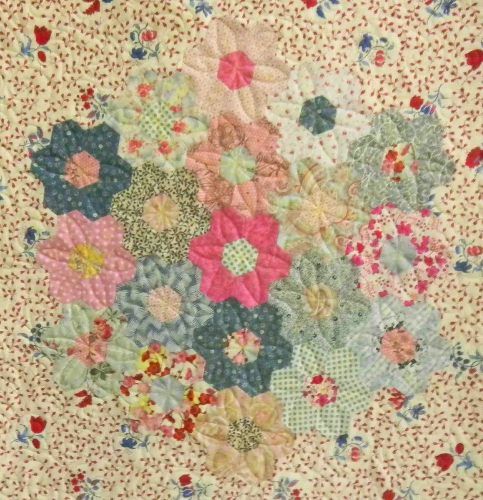 Monday quilt files english paper piecing and hexagons for Grandmother flower garden quilt pattern variations