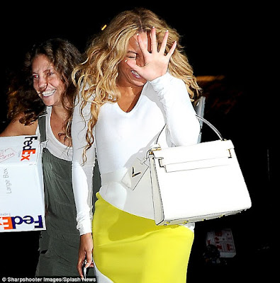 Beyonce pulls faces for camera as she steps out in NYC (photos)  2C0FEF8B00000578-3225891-image-m-108_1441683948456