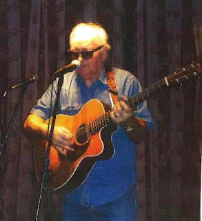 meic stevens performing with acoustic guitar