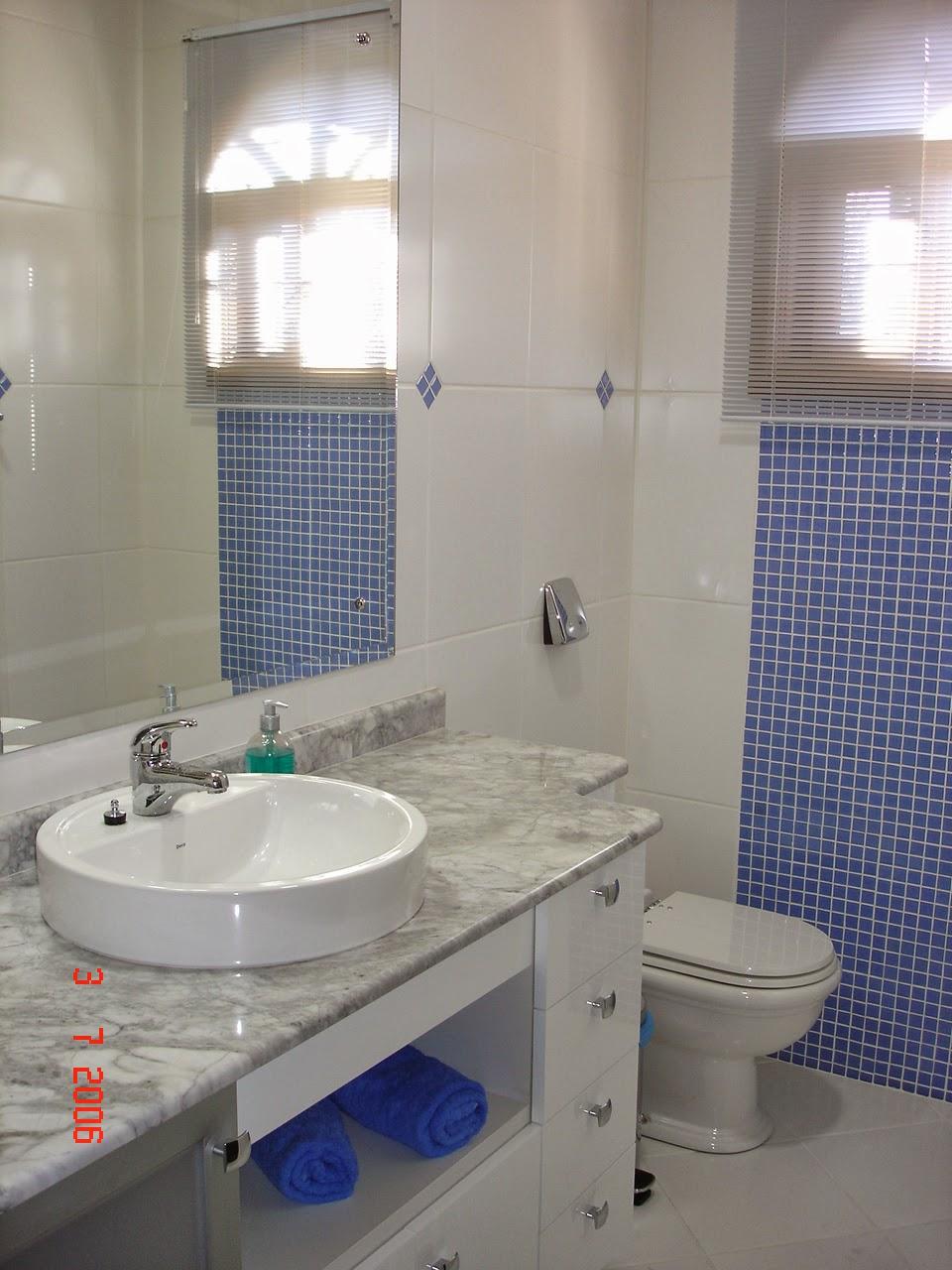 Studio Ceramico Obra Banheiro branco com pastilha azul -> Banheiro Branco Com Pastilhas Pretas