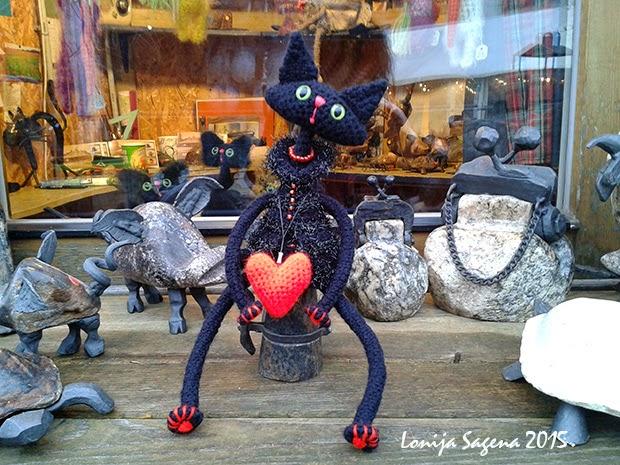 Tamborēts kaķis melns