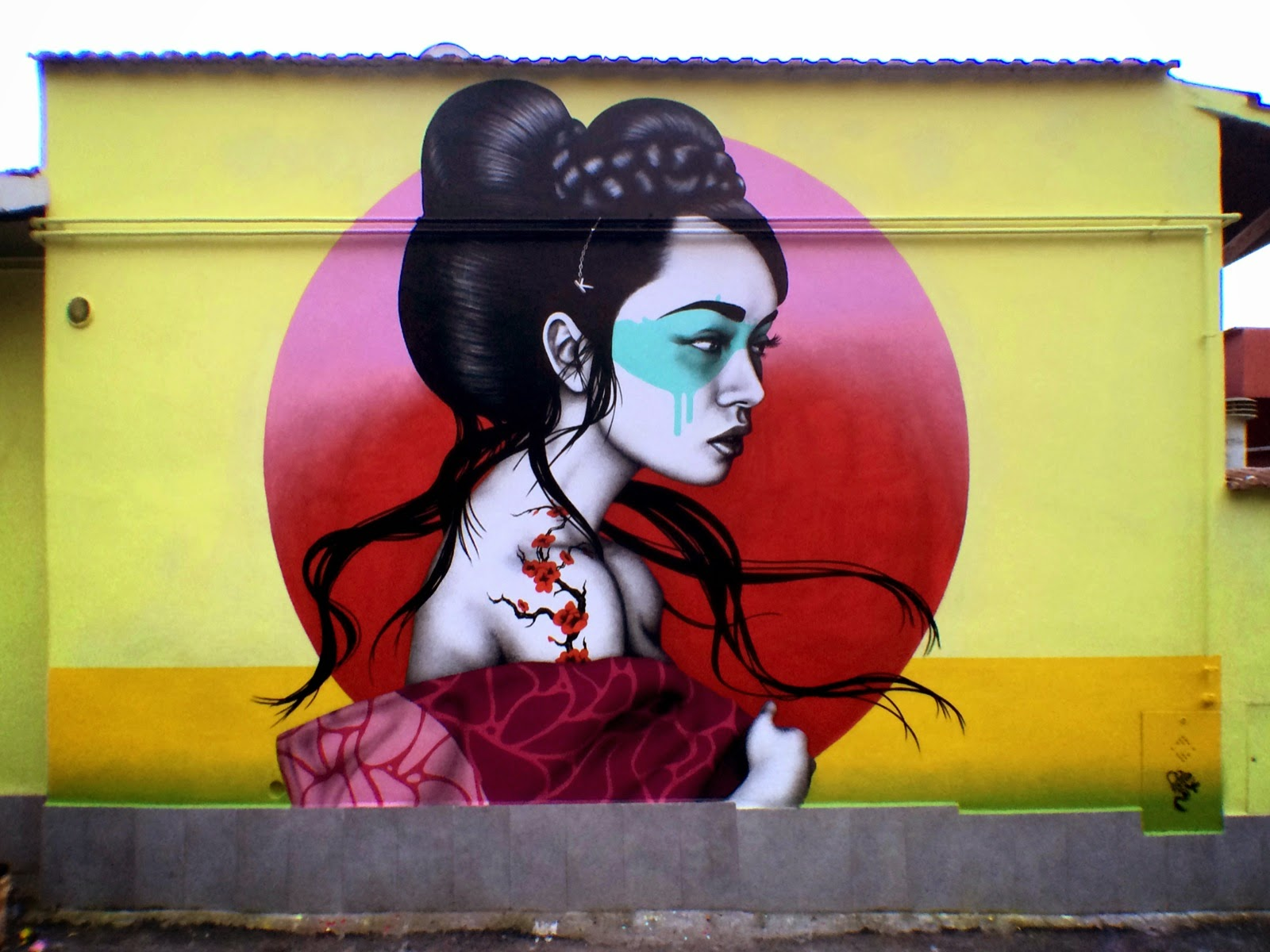 Fin DAC recently spent some time in the lovely city of Rome in Italy where he painted this new piece for the M.U.R.O Project (Museo Urban di Roma).