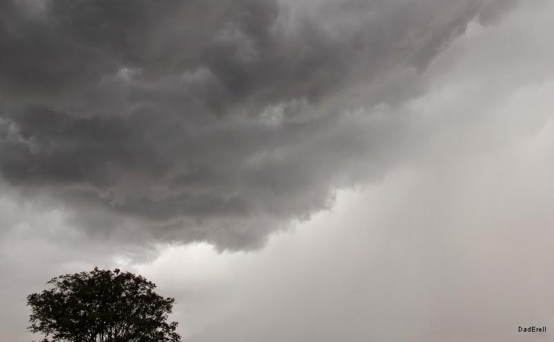 Nuage gris de pluie