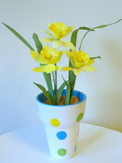 Yellow gumpaste daffodils