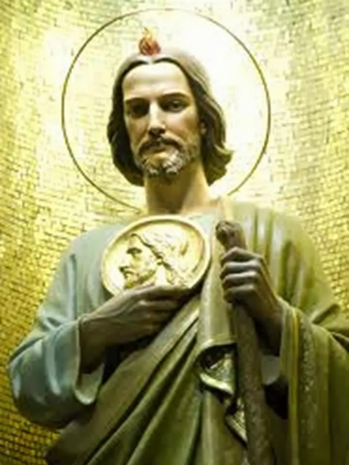 San Judas Tadeo con el garrote y el medallon.
