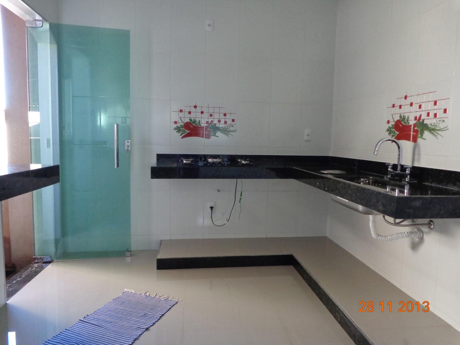 na lixeira de embutir pra não vazar água debaixo da bancada #4A7181 1600x1200 Armario Banheiro De Embutir