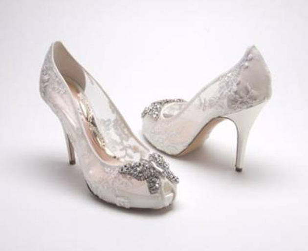 We absolutely love these gorgeous lace shoes by Aruna Seth