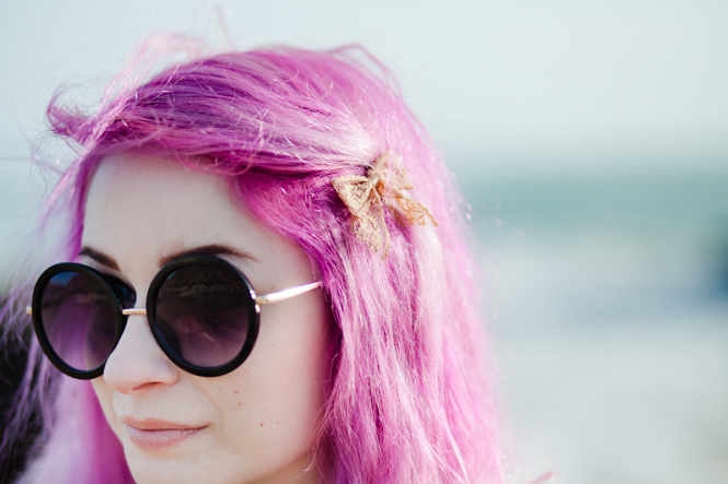 lace bow hair clip, round sunglasses