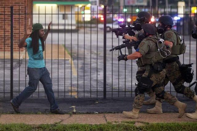 Cảnh sát đàn áp người biểu tình ở Ferguson