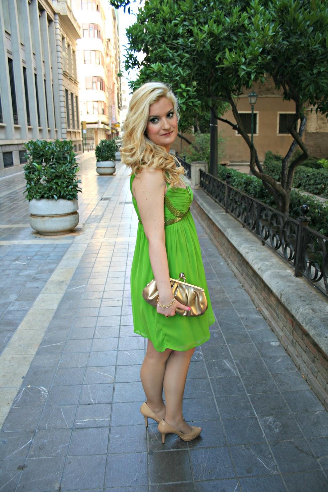 Complementos para un vestido verde lima