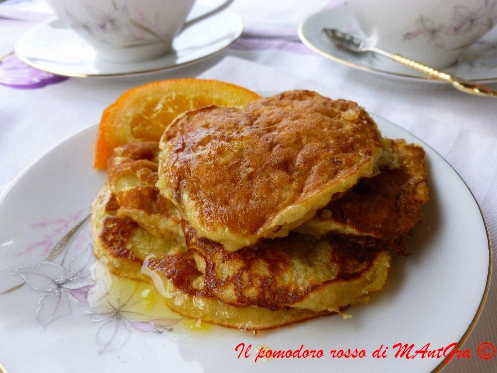 pancake alle mandorle con sciroppo d'arancia