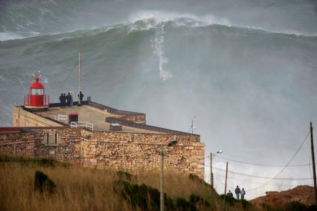 Garret McNamara surfou onda gigantesca em Portugal e pode ter quebrado recorde