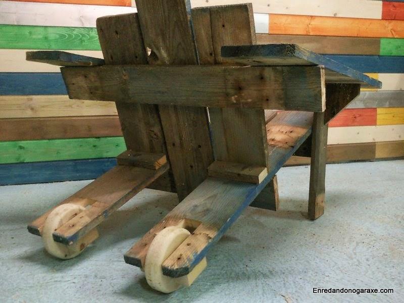 Como poner ruedas a la silla hecha de palet. Enredandonogaraxe.com