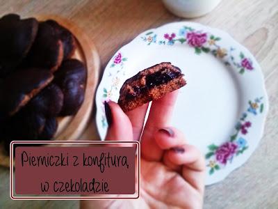 Piernikowe serca z konfiturą w czekoladzie.