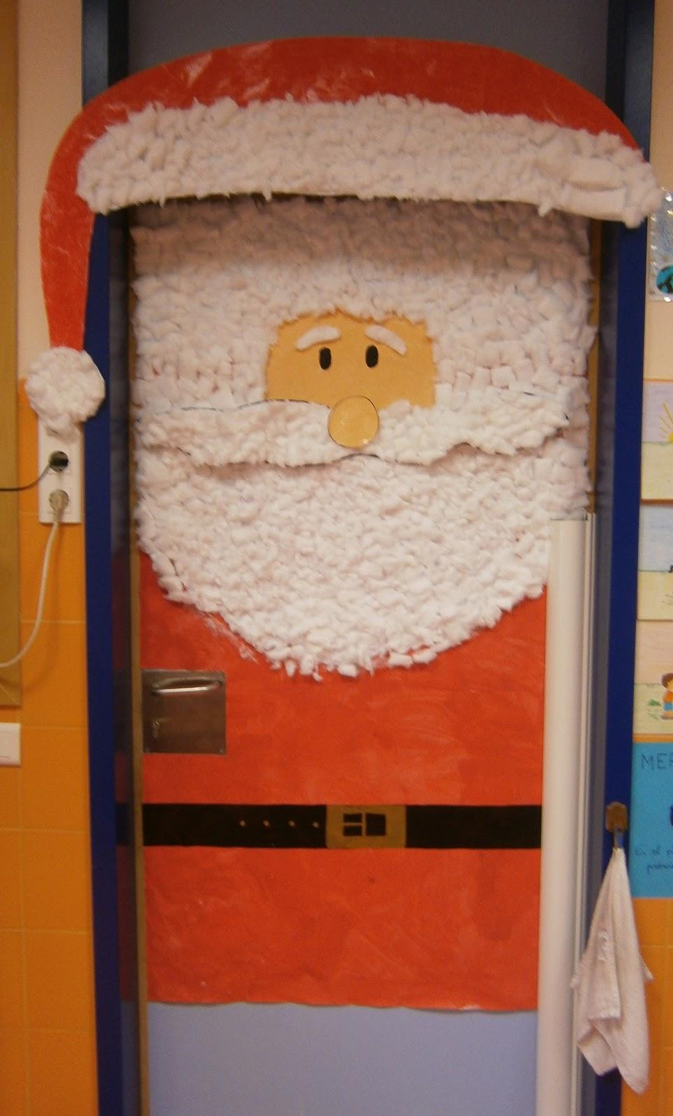 Imagenes puertas decoradas navidad for Puertas decoradas navidad material reciclable