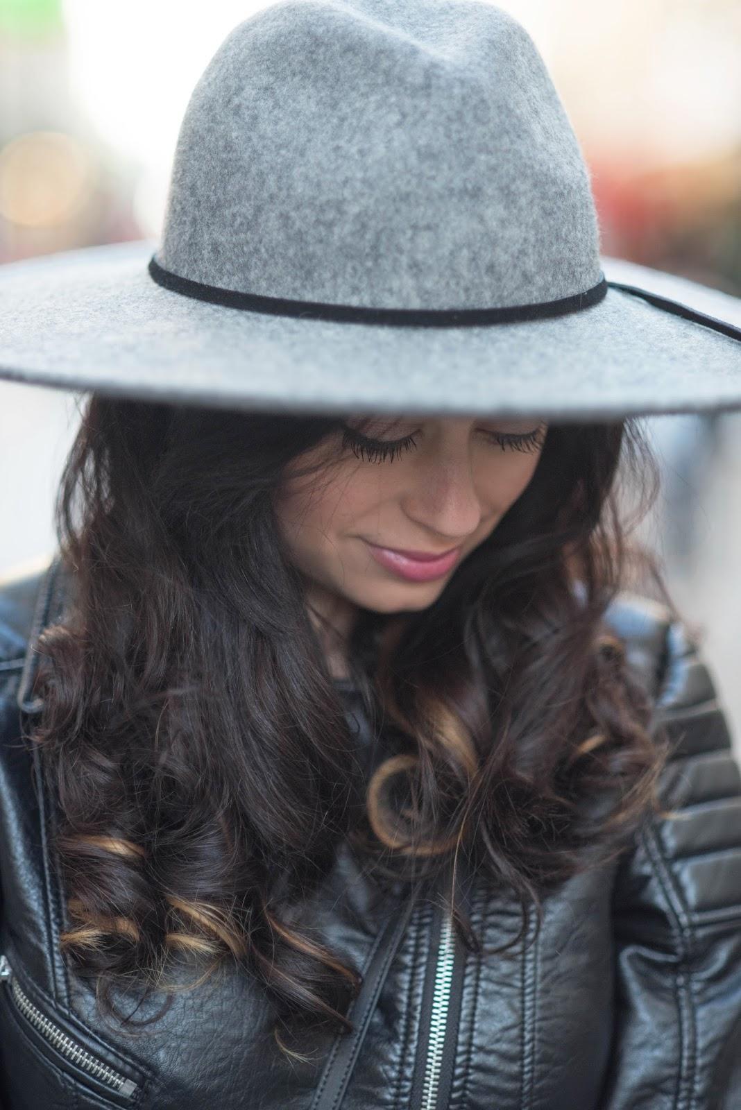 coco and vera, top paris fashion blog, portrait, cee fardoe, free people hat, christian dior lipstick, ombre hair, curls