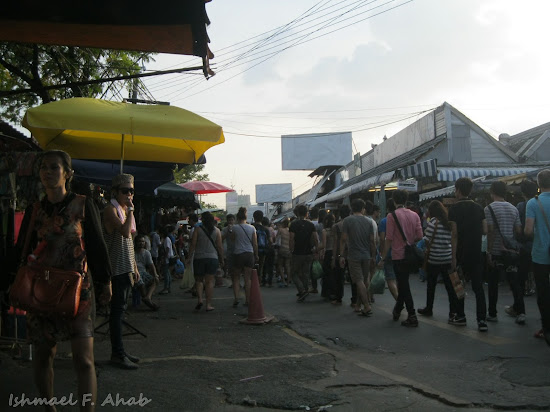 Buyers in Chatuchak Weekend Market