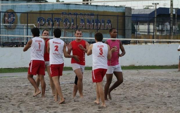 Oito equipes participaram da 3ª etapa do Divas de Areia Gay (Foto: Frank Cunha)