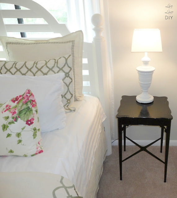 Tons of thrifty ideas for decorating bedrooms with secondhand items | LiveLoveDIY