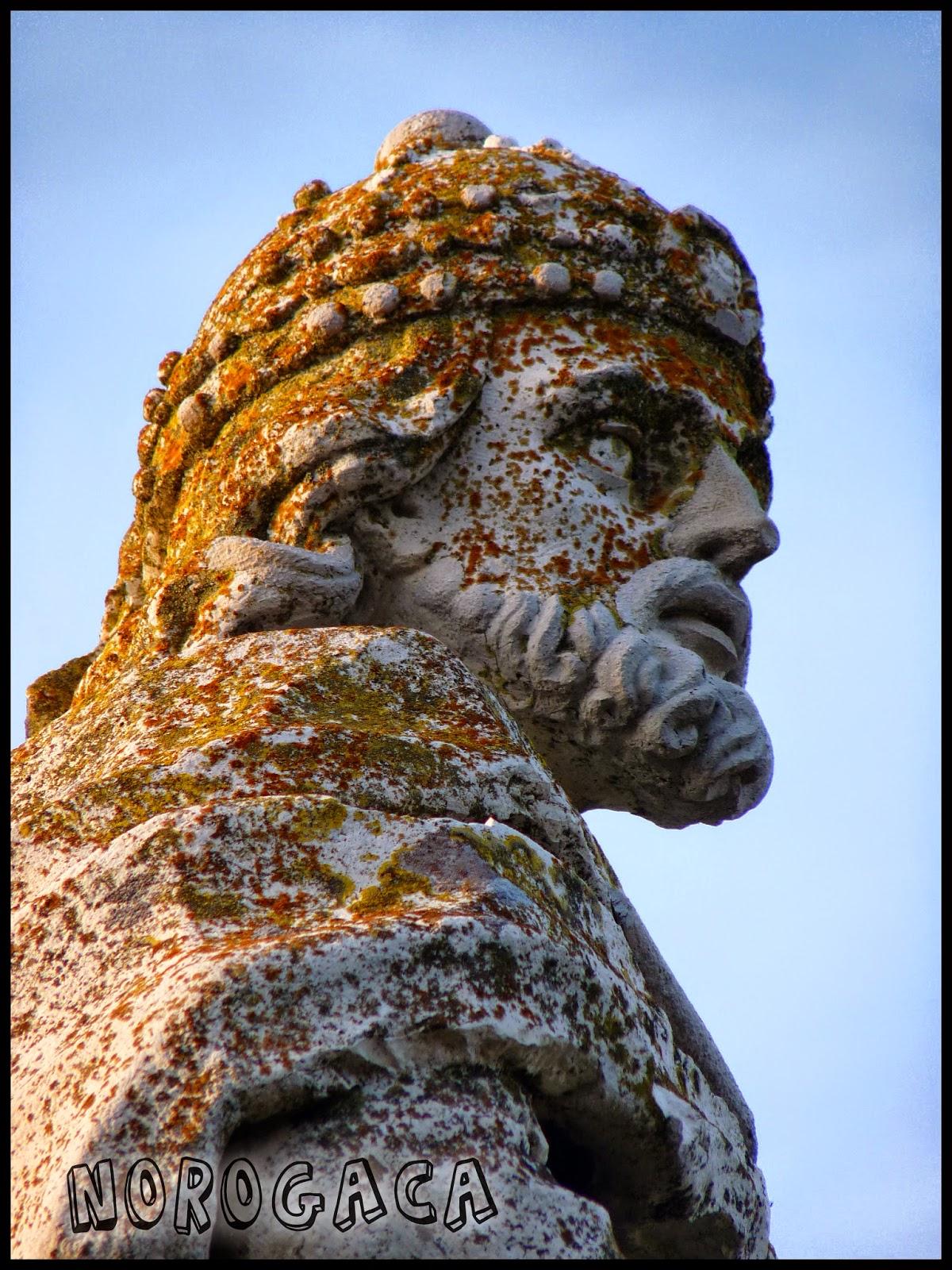Estatua de Sisenando en el paseo de Recaredo.