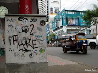 LAS PAREDES HABLAN, BANGKOK. TAILANDIA