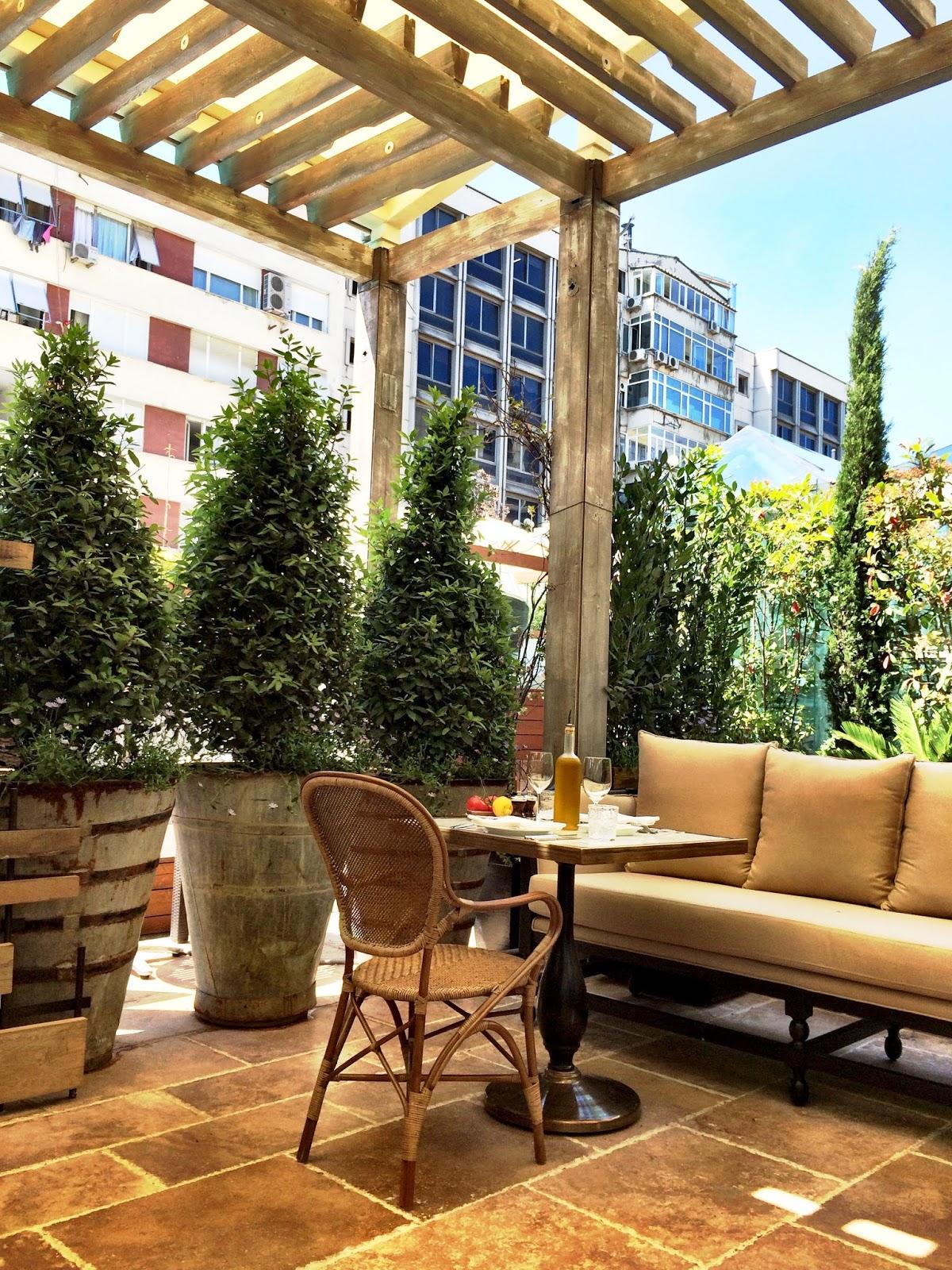 La petite maison opened in nisantasi neighborhood of for Cafe le jardin bell lane london