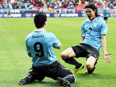 Uruguayos prefieren a Suárez, Cavani y Lugano para reforzar