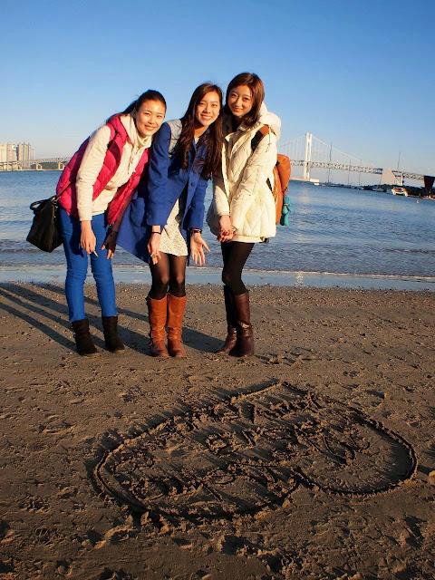 尽管节目拍摄时韩国已进入初冬,三位美姐仍无惧寒风去到海景宜人的广安里海水浴场