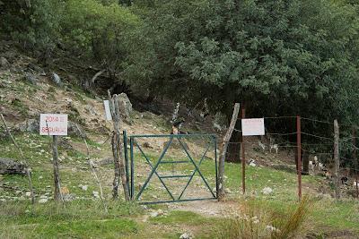 Cancela de acceso al sendero