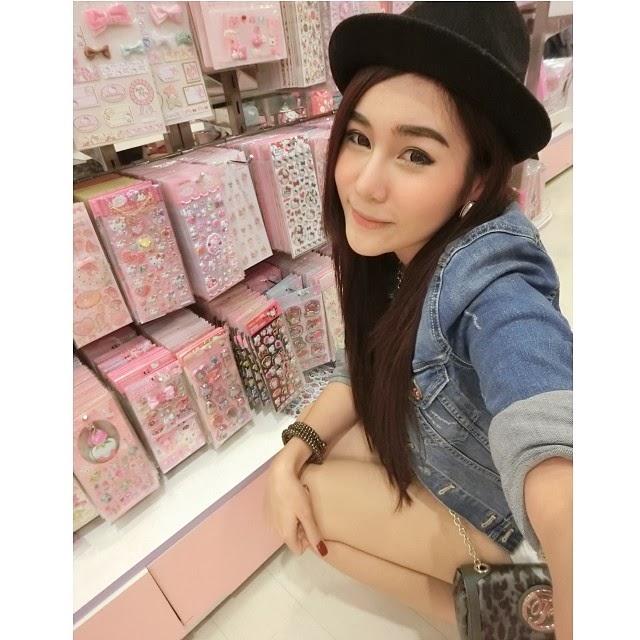 Wallpaper Beautiful Asian Girl
