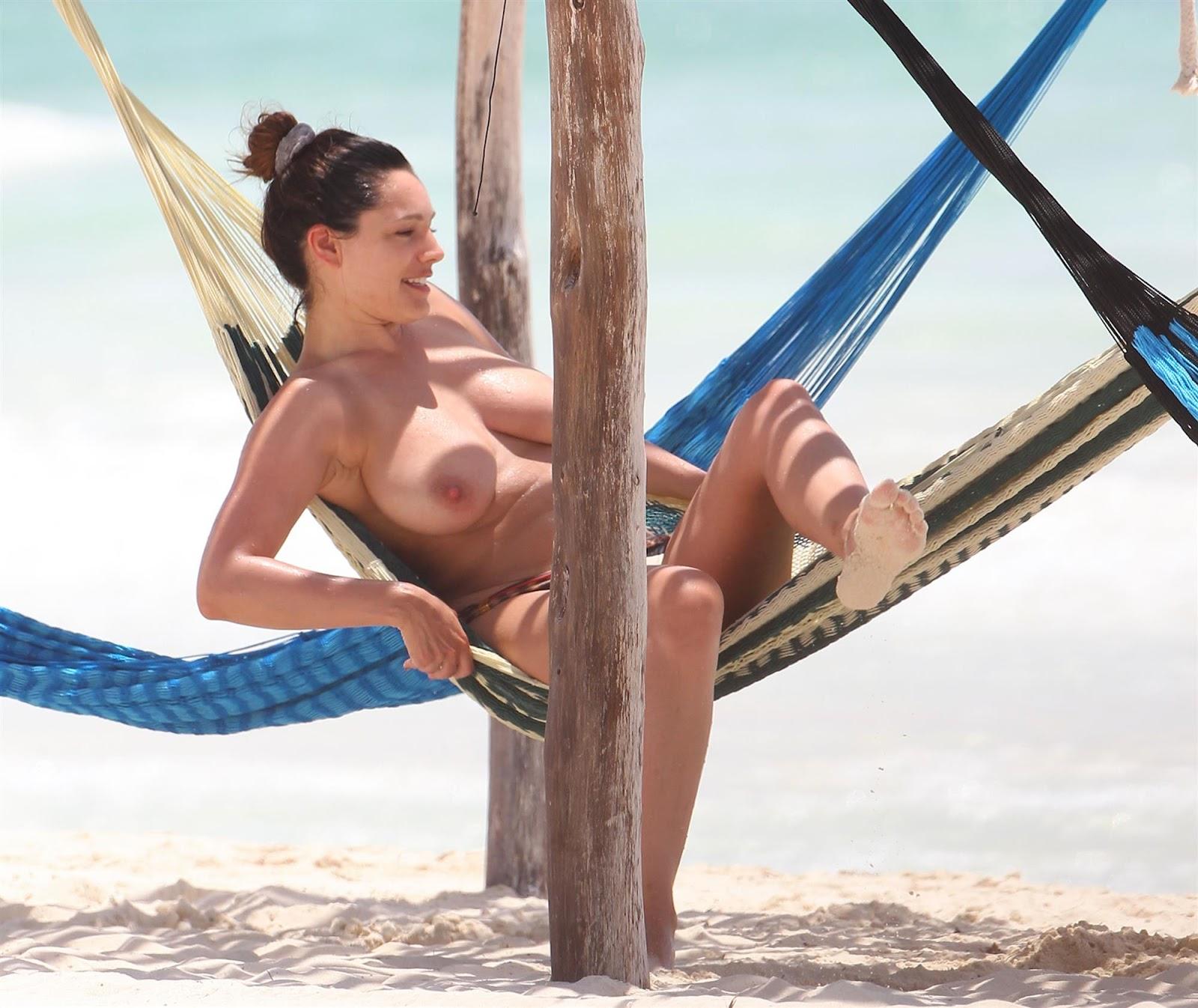 Kelly Brook Topless In Bikini Cancun Meico
