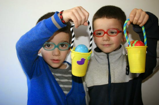 manualitat infantil pintar ous de pasqua