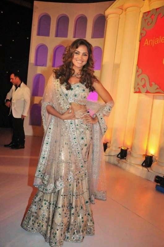 Lara Dutta in traditional Dress