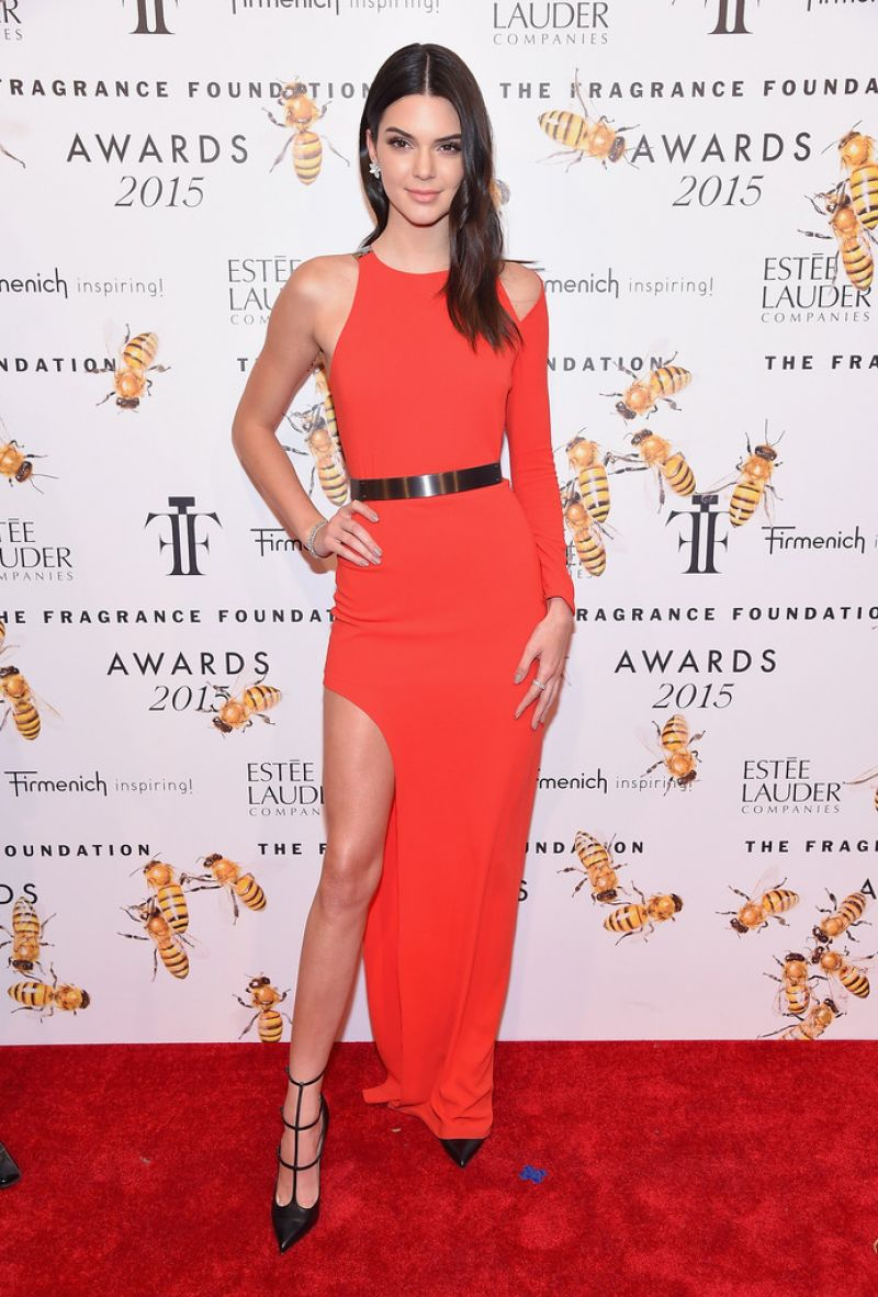 Kendall Jenner sizzles in red at the 2015 Fragrance Foundation Awards in NYC