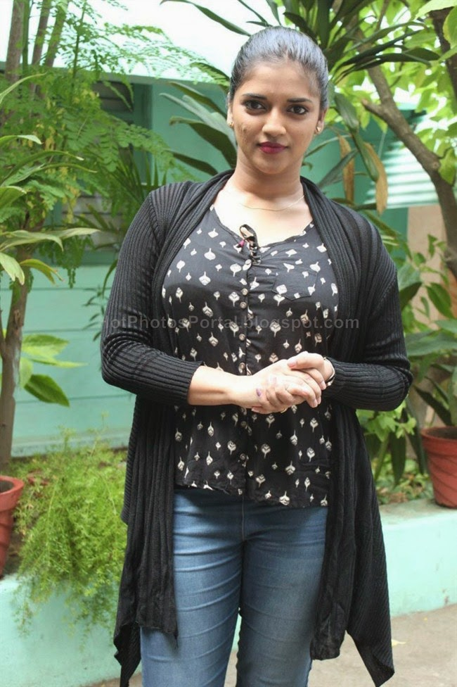 Vasundhara Kashyap hot photos in tight jeans