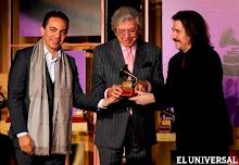 Manuel Alejandro dedicó el premio a sus cantantes