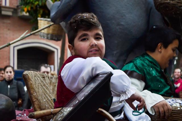 http://huelvabuenasnoticias.com/2016/01/06/el-alcalde-infantil-de-huelva-ivan-garzon-un-nino-de-10-anos-que-no-le-pone-limites-a-su-silla-de-ruedas/