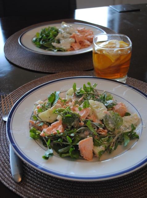 Салат из водяного кресса с лососем