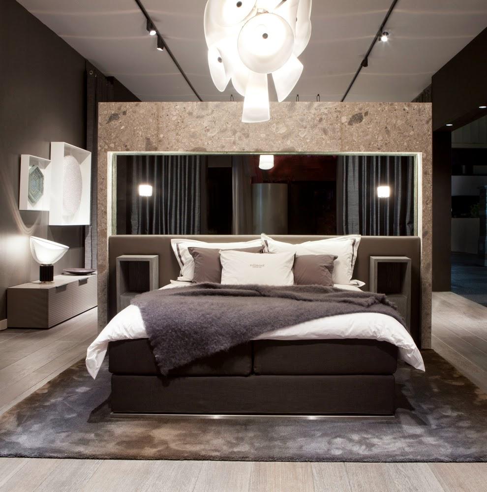 D couvrir l 39 endroit du d cor la maison grise for Spiegel boven bed