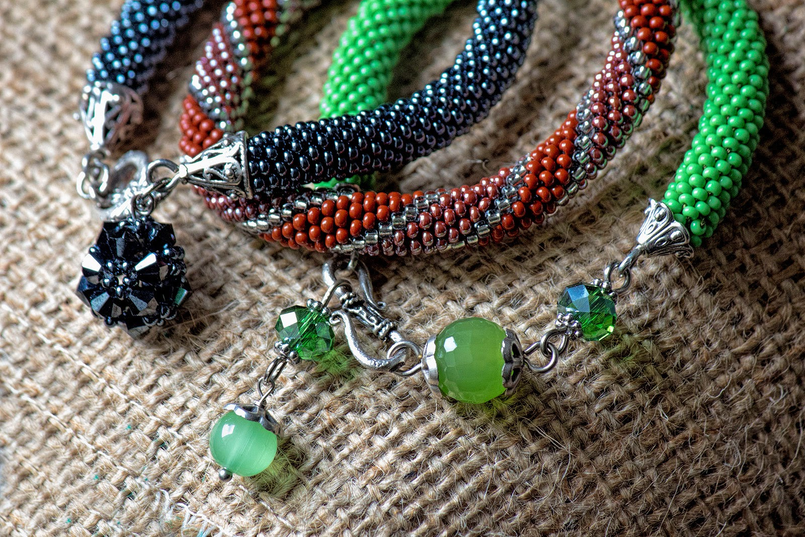 etsy shop beads crochet crocheted rope handmade handcrafted jewellery bracelet jewelry beadwork red green blue charms seed beads czech fashion chic