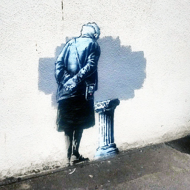 While we last heard from him this summer for the Glastonbury Festival, Banksy is back with a brand new piece on the streets of Folkestone in the UK.