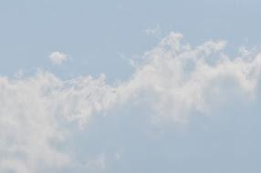 De aarde is overal hetzelfde, en eeuwig, eeuwig zijn de witte wolken. Wang Tsjing-Wei.
