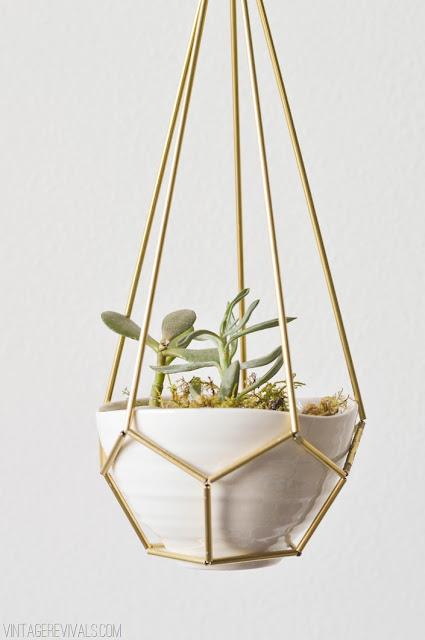 Blumentopf-Aufhängung im Mid-Century Design – der Deko-Tipp zum Selbermachen