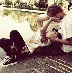 Connsigues olvidaarlo y conn tan solo una mirada, te vuelves a enamorar.. ~