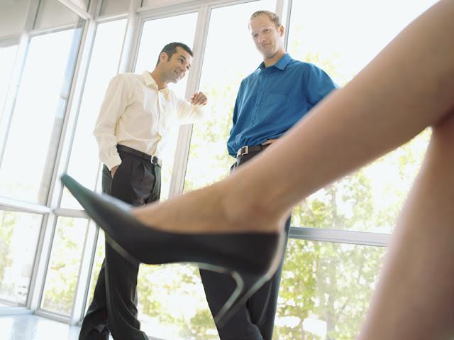 Если шеф ваш очень-очень сексуально озабочен... о сексуальных домогательствах на рабочем месте жертвам харассмента посвящается