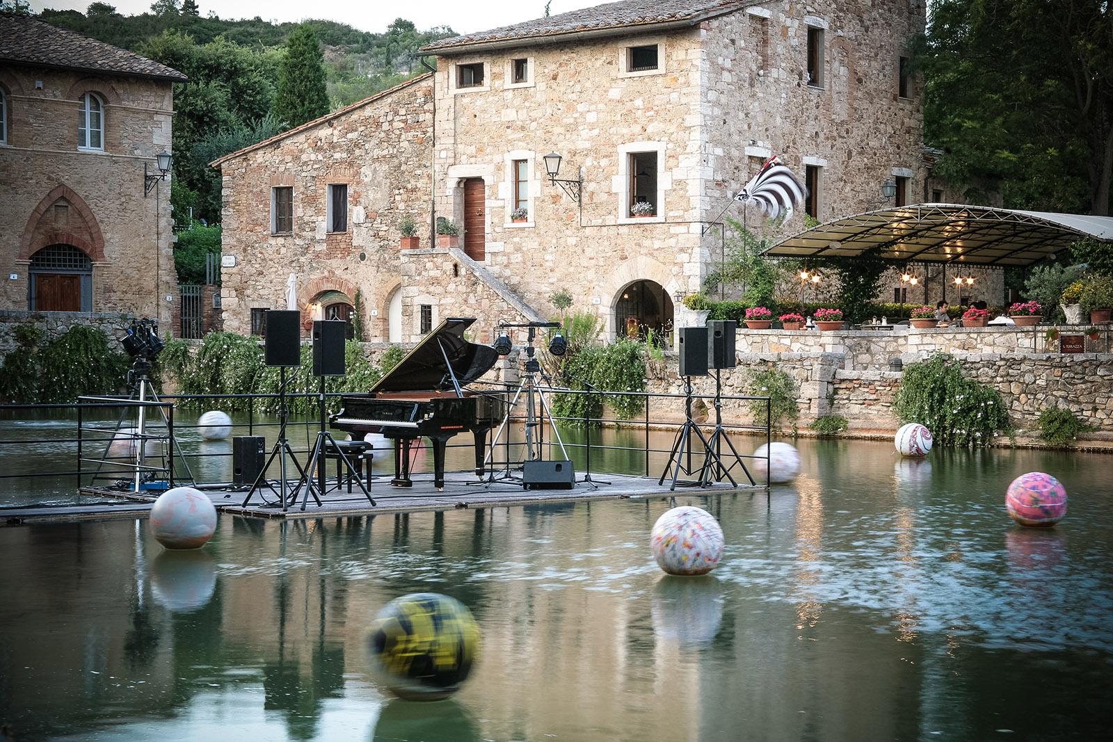35 pueblos con encanto en toscana - Bagno vignoni terme libere ...